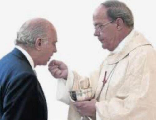 """Padre, mi esposo comulga sin confesarse ¿le debo decir algo?""."