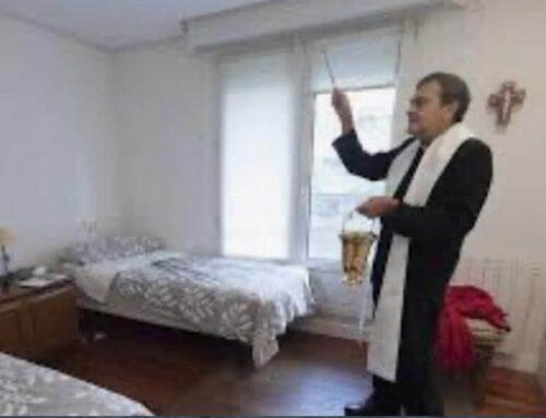 """""""Padre, ¿podría usted ir a bendecir mi casa? Es que se sienten 'malas vibras'""""."""